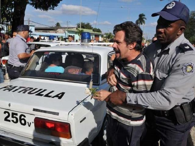 CUBA, DICTADURA REPRIME BRUTALMENTE A LOS CUBANOS QUE SE EXPRESAN LIBREMENTE Y SINMIEDO